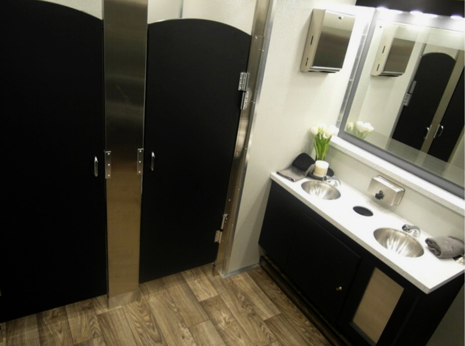 Restroom trailer rental for weddings and parties oconee for Bathroom trailer rental